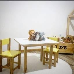 Mesa com cadeira infantil