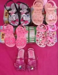Sandálias de menina novas