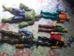 São 18 bonecos da MARVEL originais.