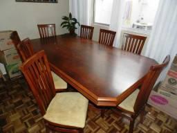 Mesa de jantar colonial de madeira maciça com 8 cadeiras
