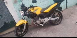 Troco twister 250 cc  em titan 150 cc ou em fam 150 cc com documento em dia