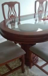 Mesa com.seis cadeiras