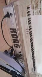 Teclado Korg Triton Studio 76 V2 + Case sob medida + Manuais