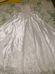 Vestido de noiva, véu e almofada porta aliança.