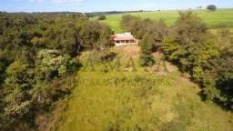 Linda chácara em trindade, casa boa, córrego e terra boa para plantar e criar