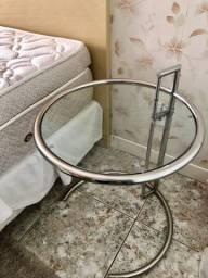 Mesa de cabeceira em aço inox e vidro novíssima