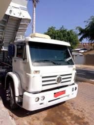 Leia a descrição do caminhão Wolks 23220