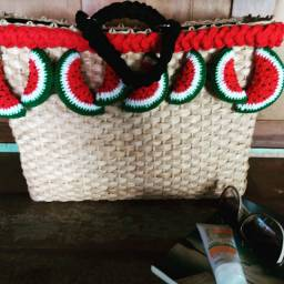 Tendência no verão, lindas bolsas feito a mão,