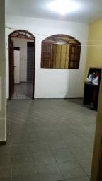 Alugo casa em Goiabeiras / Antonio Honório
