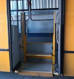 Elevador de cadeirantes para ônibus