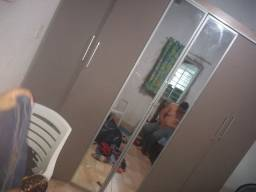 Guarda roupa de casal com espelho 180,00
