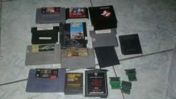 Lote de carcaças chips de cartuchos de video games antigos variados -veja leia.