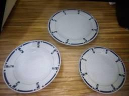 Kit de pratos com estampas discretas