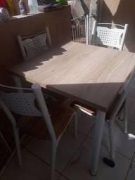 Mesa e estante