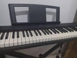Piano digital Yamaha com pedal ,suporte ,cabos para celular,ipad