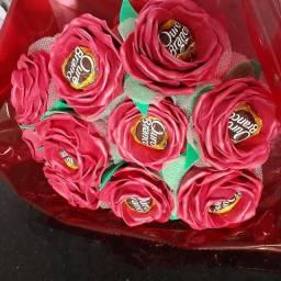 Buquê de rosas de e.v.a com bombons