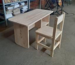Mesa e cadeira em madeira pinus