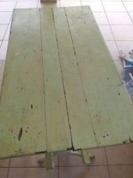 Mesa em madeira desmontável