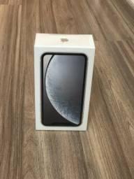 IPhone XR 128 Lacrado, modelo com fone e carregador.