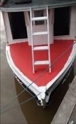 Barco em madeira de lei.