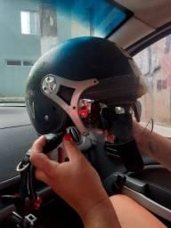 Vêndo capacete aberto