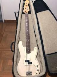 Contrabaixo Fender Precision Bass