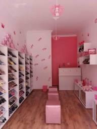 Fundo de Loja de Calçados com Estoque