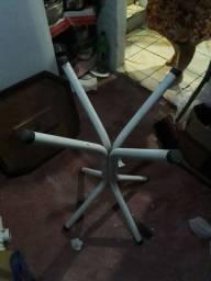 Mesa com suporte de ferro acabamento em madeira
