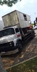 Caminhão plataforma guincho 1114