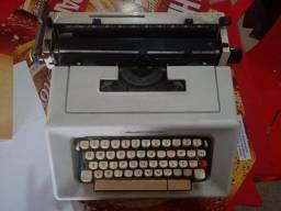 Máquina de escrever/datilografar Olivetti Studio 46