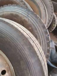 2 pneus 1000x20 calhado