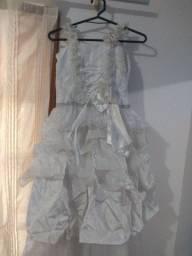 Vestido de noiva , uma única vez usado .