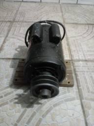 Motor 220 eixo com disco de serra
