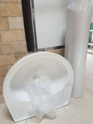 Lavatorio  com coluna de banheiro.