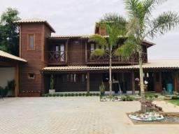 Casa duplex com fino acabamento no distrito do guaxe a 25 km do centro de Linhares