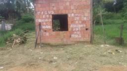 Vendo este terreno com uma casa em construção