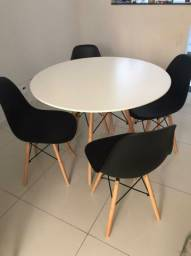 Mesa Jantar Eiffel 100cm Branca + 4 cadeiras Charles Eames- preta
