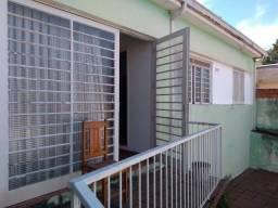 Casa - 2 dorms - J. Oliveiras - Ótima localização!