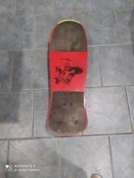 Skate anos 90 em bom estado. Produto usado mas de qualidade.