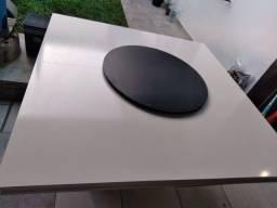 Mesa com tampo giratório