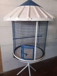 Gaiola grande com tripé e telhado - usada, para pássaros de qualquer tamanho