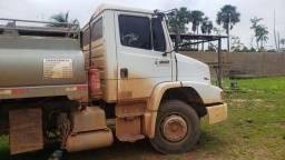 Caminhão tanque combustivel 1318 ano 2010