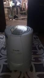 Vendo essa secadora de roupa por 280 reais. Está semi nova