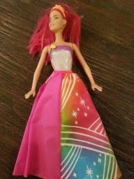 Barbie que a roupa acende a luz