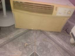 Vendo dois ar condicionado