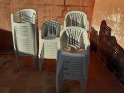 Cadeiras de plástico com braço (Tramontina)