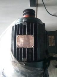 Motor eletrico trifásico
