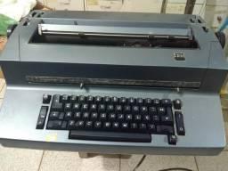 Máquina de Datilografia IBM elétrica