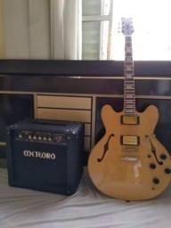 Guitarra semi acústica e cubo meteoro