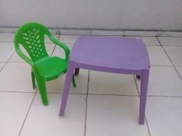 Meninos- Mesa e cadeira - Novas